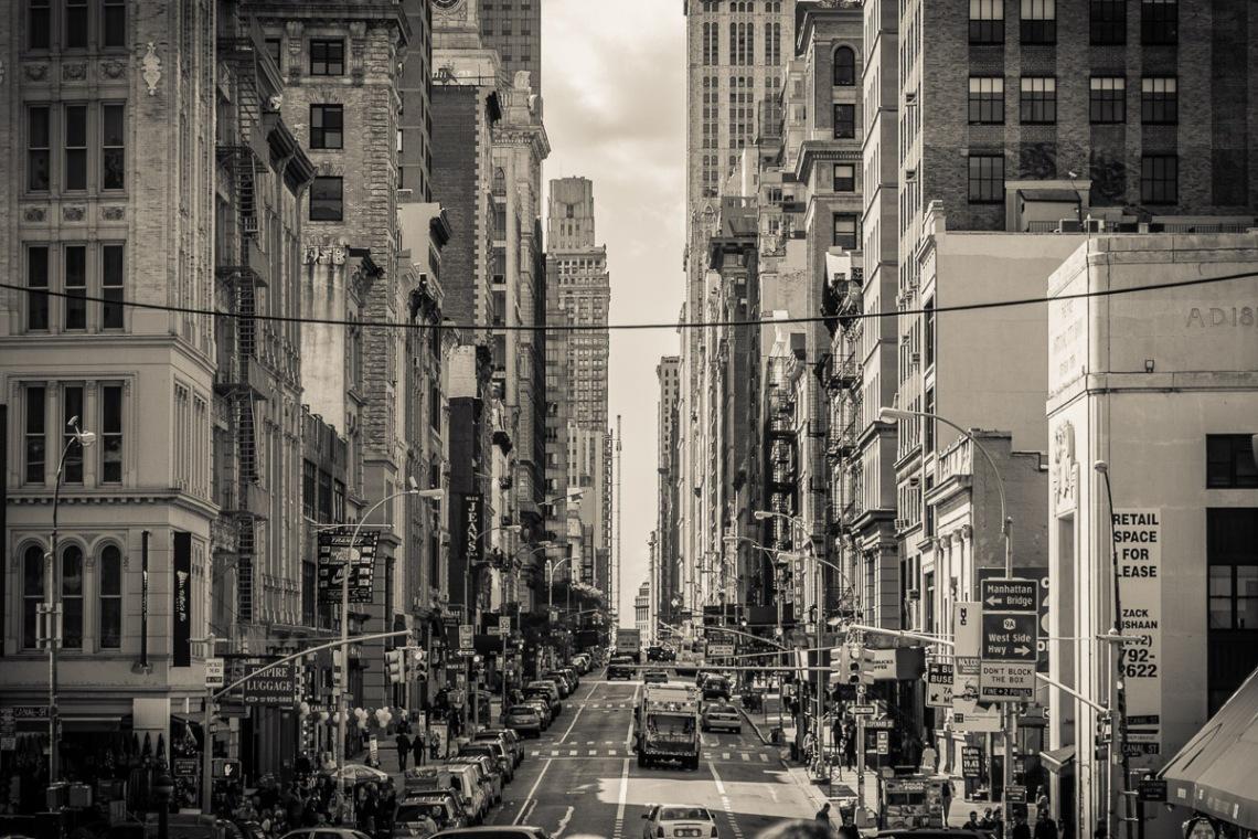 12 10 01 NYC Street scenes-5