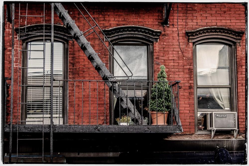 12 10 01 NYC Street scenes-6