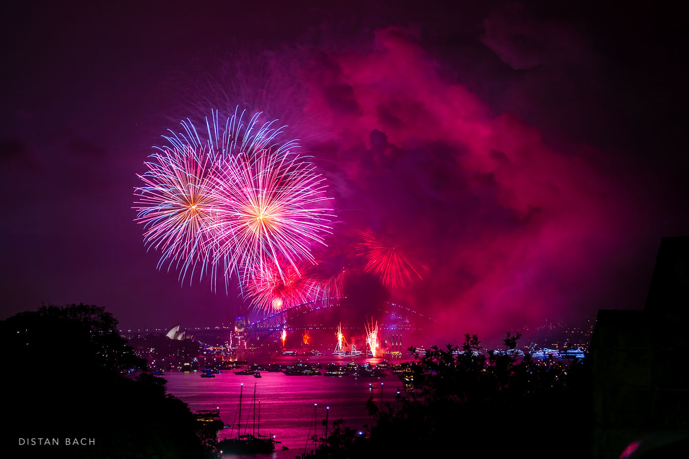 Happy New Year! (Sydney Harbour Fireworks) – Distan Bach Photography Blog